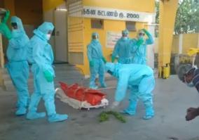 volunteers-helps-to-bury-corona-patient
