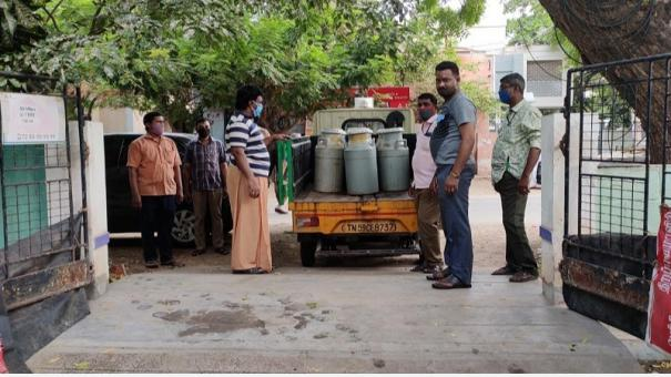 madurai-couple-serve-2000-cups-of-kabasura-kudineer-everyday-to-the-public