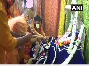 ahead-of-foundation-laying-ceremony-yogi-adityanath-offers-prayers-at-ram-janmabhoomi