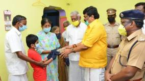 minister-rajendra-balaji-gives-rs-3-lakhs-to-cops-family