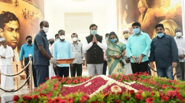 apj-abdul-kalam-anniversary-family-members-government-officials-pay-homage-at-his-memorial