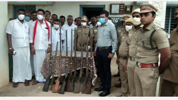 handing-over-of-10-unlicensed-country-guns-in-hosur-forest-villages-district-forest-department-action