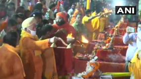 ayodhya-rss-chief-mohan-bhagwat-offers-prayers-at-the-banks-of-saryu-river