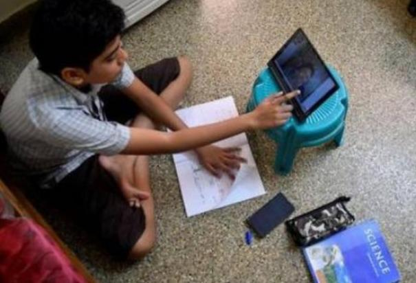 punjab-to-give-1-78-lakh-smartphones-to-class-12-students-by-november