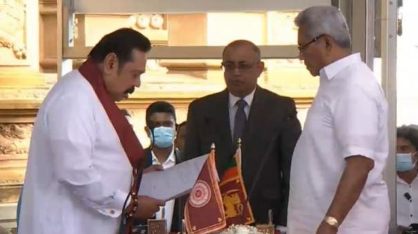 mahinda-rajapaksa-takes-oath-as-sri-lankan-prime-minister