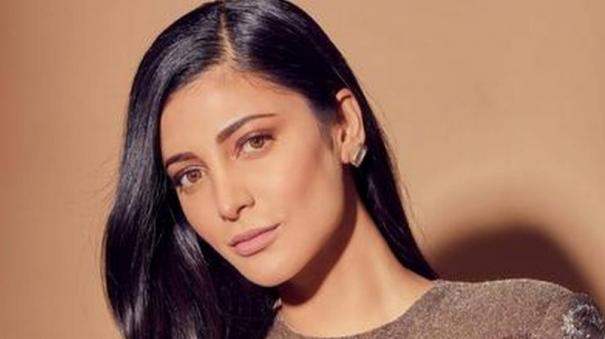 shruti-haasan-on-working-with-family-in-a-film