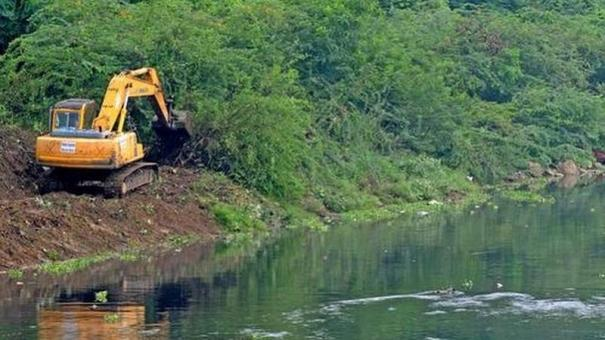hc-bench-expresses-dissatisfaction-over-clearing-up-of-seemai-karuvelam-from-water-bodies