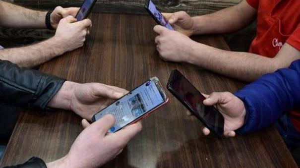 4g-internet-in-one-division-each-in-jammu-and-kashmir-after-august-15-centre-tells-sc