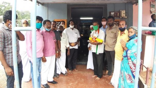 congress-party-workers-pray-for-vasanthakumar-mp