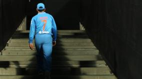 dhoni-leaves-cricketing-world-overwhelmed-with-emotions