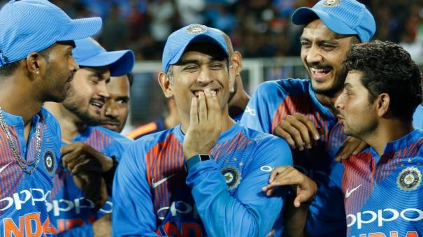 number-of-indian-players-are-hailing-from-small-towns-dhoni-opened-the-doors-for-them-shashi-tharoor