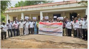 car-and-van-drivers-protest-at-kovilpatti-demanding-removal-of-e-pass-system
