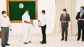 youth-saves-6-people-from-drowning-in-lake-chief-minister-presents-central-government-heroic-award