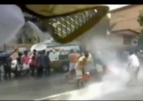 police-use-water-cannon-to-disperse-bjp-yuva-morcha-workers