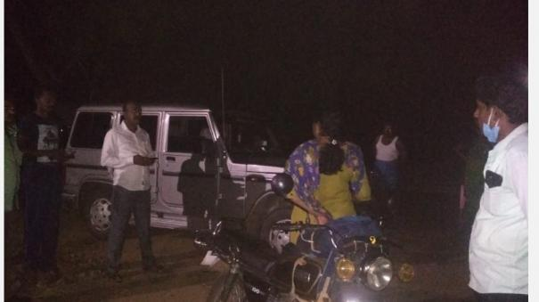 soil-smuggling-on-agricultural-land-near-tirupati-attempt-to-load-tractor-on-a-female-governor-who-was-stopped