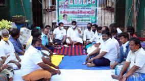 traders-urges-to-open-gandhi-market