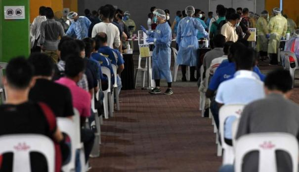 13-000-foreign-workers-in-s-pore-barred-from-resuming-work-for-missing-covid-19-testing-deadline