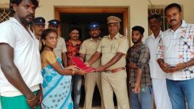 youth-finds-gold-jewels-on-road-hands-over-it-to-police