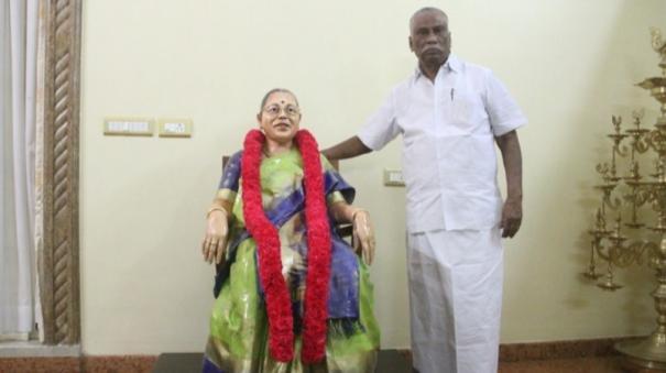 madurai-businessman-makes-idol-for-wife