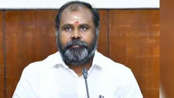 minister-udayakumar-requests-wshg-to-work-curbing-corona-spread-in-villages