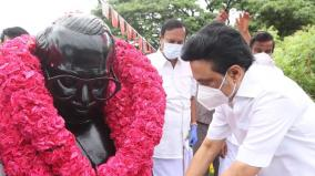 mk-stalin-pays-tribute-to-anna