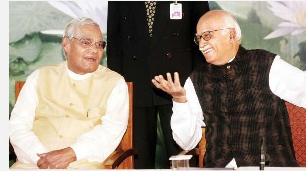 sena-questions-modi-govt-s-policies-praises-vajpayee-era-nda