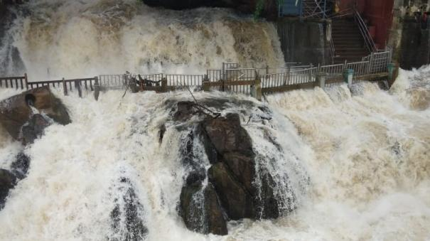 water-flow-increasedfor-hogenakkal