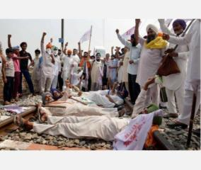 farmers-protest-bare-chested-in-amritsar-against-agri-bills