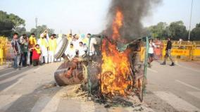 farm-bill-protest-five-detained-for-setting-tractor-on-fire-at-india-gate