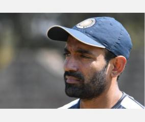 uthappa-spotted-applying-saliva-on-ball-in-ipl-clash-against-kkr