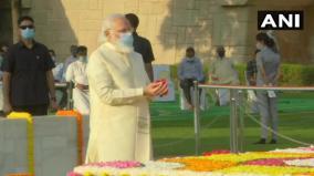 pm-pays-tributes-to-mahatma-gandhi