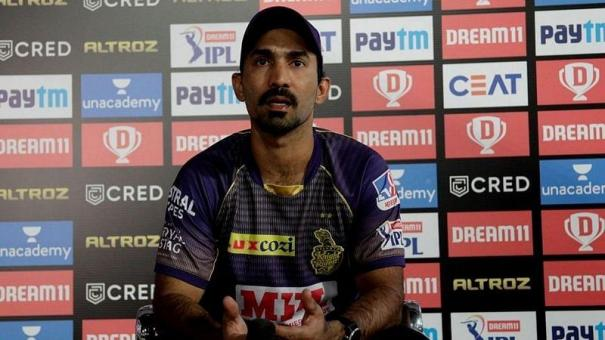 no-player-leaves-the-team-halfway-aakash-chopra-believes-that-kkr-stripped-dinesh-karthik-of-captaincy