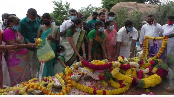 tribute-to-veerappan-samadhi-in-violation-of-ban