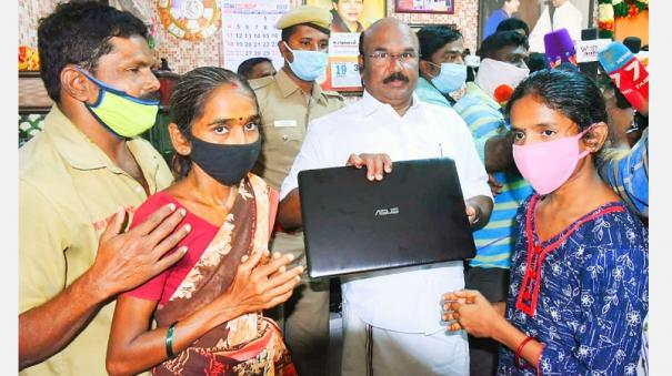 student-who-was-deprived-of-the-facility-to-study-online-minister-jayakumar-who-bought-a-laptop