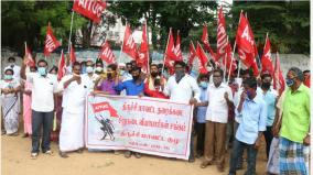 waste-loss-of-goods-due-to-lack-of-temporary-roof-floor-shop-small-shop-traders-protest