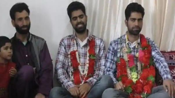 twin-sons-of-kashmiri-shopkeeper-shine-in-neet-2020