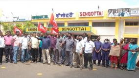railway-staff-stage-protest-demanding-diwali-bonus