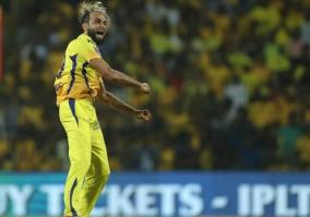 ipl-13-it-was-painful-to-see-du-plessis-carrying-drinks-says-csk-spinner-tahir