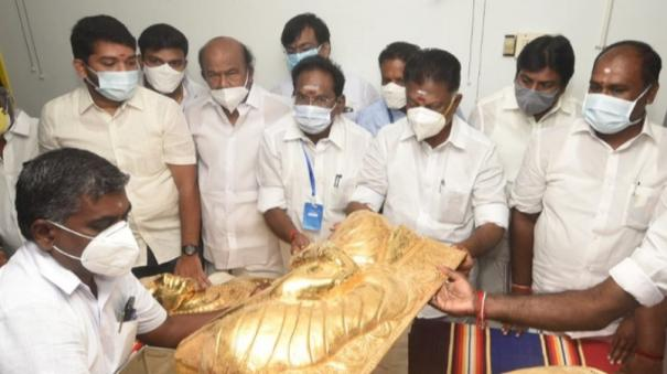golden-emboss-handed-over-for-thevar-jayathi