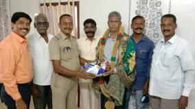 police-men-helps-another-police-family