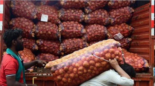 govt-releasing-one-lakh-tonnes-of-onion-buffer-stock-tomar