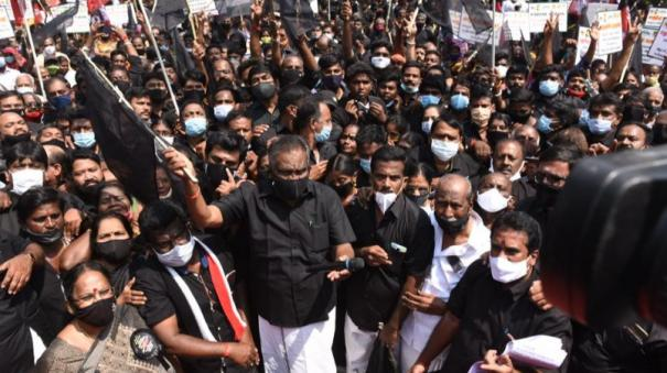aiadmk-protest-against-udayanidhi-and-mk-stalin