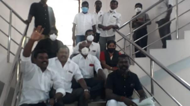 lawyers-give-petition-to-nellai-collector