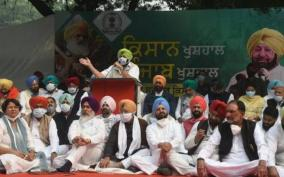 punjab-cm-stages-dharna-in-delhi-alleges-step-motherly-treatment-by-centre