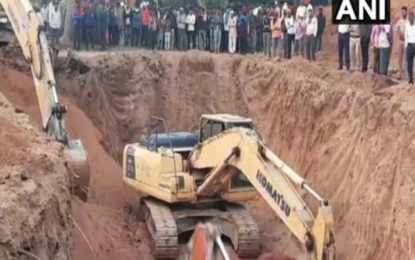 rescue-operation-underway-for-toddler-stuck-inside-borewell-in-mp-s-niwari