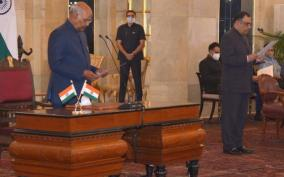 president-ram-nath-kovind-administers-the-oath-of-office-to-yashvardhan-kumar-sinha