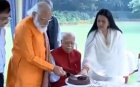 living-inspiration-to-bjp-workers-countrymen-pm-modi-on-lk-advani-s-birthday