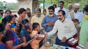 sivagangai-collector-honours-villagers-for-not-bursting-crackers