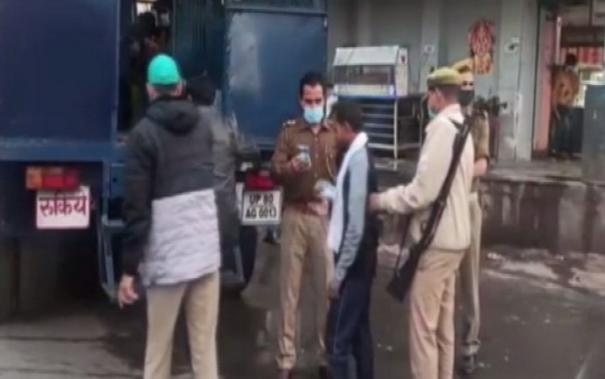 people-without-masks-detained-challaned-by-agra-police