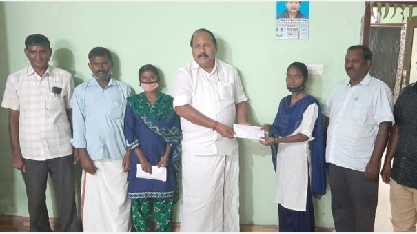 mla-donates-rs-50-000-to-velliyankadu-government-school-students-who-are-studying-medicine